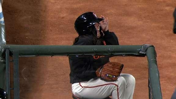 Joaquin Arias catches popup meant for Giants 'ball babe'