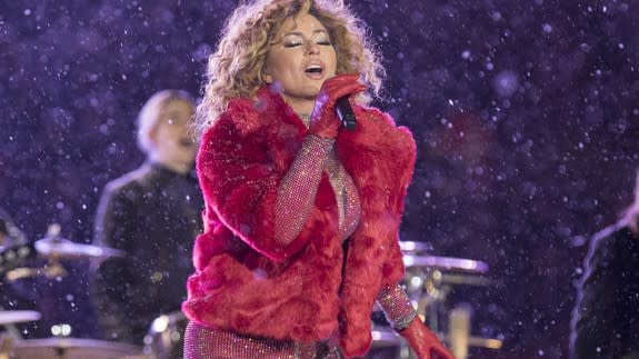 """<p>Shania Twain knows how to make an entrance, even during the most inclement performance conditions.</p> <div><p>SEE ALSO: <a href=""""http://mashable.com/2017/07/28/haim-shania-twain-cover/"""" rel=""""nofollow noopener"""" target=""""_blank"""" data-ylk=""""slk:HAIM's cover of Shania Twain's 'That Don't Impress Me Much' is seriously unreal"""" class=""""link rapid-noclick-resp"""">HAIM's cover of Shania Twain's 'That Don't Impress Me Much' is seriously unreal</a></p></div> <p>She rolled up to her halftime performance at the Canadian Football League's championship game— the Grey Cup—during a blizzard. Shania rocked up to the snow-covered stadium in Ottawa in a mode of transport befitting the weather conditions—a dogsled. And, you know what? That does impress me much.</p> <p>But, Shania didn't cower under an umbrella or an anorak. She was resplendent in a pink glitter catsuit and red fur jacket.</p> <div><div><blockquote> <p>.<a href=""""https://twitter.com/ShaniaTwain?ref_src=twsrc%5Etfw"""" rel=""""nofollow noopener"""" target=""""_blank"""" data-ylk=""""slk:@ShaniaTwain"""" class=""""link rapid-noclick-resp"""">@ShaniaTwain</a> just entered the <a href=""""https://twitter.com/hashtag/GreyCup?src=hash&ref_src=twsrc%5Etfw"""" rel=""""nofollow noopener"""" target=""""_blank"""" data-ylk=""""slk:#GreyCup"""" class=""""link rapid-noclick-resp"""">#GreyCup</a> halftime show on a dogsled. Tune in to <a href=""""https://twitter.com/CFLonTSN?ref_src=twsrc%5Etfw"""" rel=""""nofollow noopener"""" target=""""_blank"""" data-ylk=""""slk:@CFLonTSN"""" class=""""link rapid-noclick-resp"""">@CFLonTSN</a> now to catch the show! <a href=""""https://t.co/JOcgFzox3X"""" rel=""""nofollow noopener"""" target=""""_blank"""" data-ylk=""""slk:pic.twitter.com/JOcgFzox3X"""" class=""""link rapid-noclick-resp"""">pic.twitter.com/JOcgFzox3X</a></p> <p>— TSN (@TSN_Sports) <a href=""""https://twitter.com/TSN_Sports/status/934953342022967297?ref_src=twsrc%5Etfw"""" rel=""""nofollow noopener"""" target=""""_blank"""" data-ylk=""""slk:November 27, 2017"""" class=""""link rapid-noclick-resp"""">November 27, 2017</a></p> </blockquote></div></div> <p>Oh. My. God.</p> <p>Oh, """
