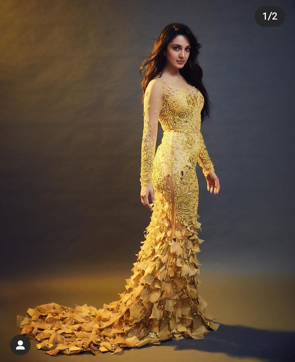 """The flirty, feathery outfit Kiara picked for the evening of Filmfare Style And Glamour Awards proved that yellow too can look sexy and sultry. The gorgeous <em>Kabir Singh</em> actress not only marked her attendance at the event, but also took home the award for being the """"Hotstepper of the Year"""". And while she trod down the aisle, her slender silhouette seen through the sheer fabric of the dramatic full-sleeve ensemble became the focus of all eyeballs."""