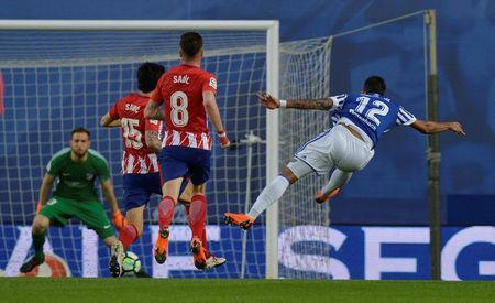Soccer Football - La Liga Santander - Real Sociedad vs Atletico Madrid - Anoeta Stadium, San Sebastian, Spain - April 19, 2018 Real Sociedad's Willian Jose shoots at goal REUTERS/Vincent West