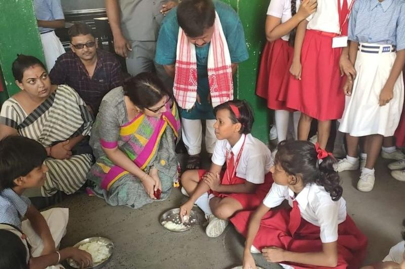 Students Served Boiled Rice and Salt as Midday Meal in Hoogly School, Finds BJP MP During Surprise Visit