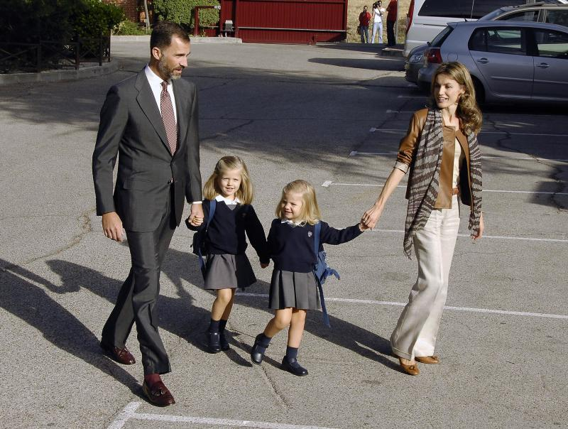 ©2010 RAMEY PHOTO USA ONLY Madrid, Sep 15 2010 Spanish Royals PRINCE FELIPE and PRINCESS LETIZIA take Princess Leonor and her sister Princess Sofia for their first day at school at the Santa Maria de los Rosales in Madrid, Spain. PGta68 (Photo by Philip Ramey/Corbis via Getty Images)