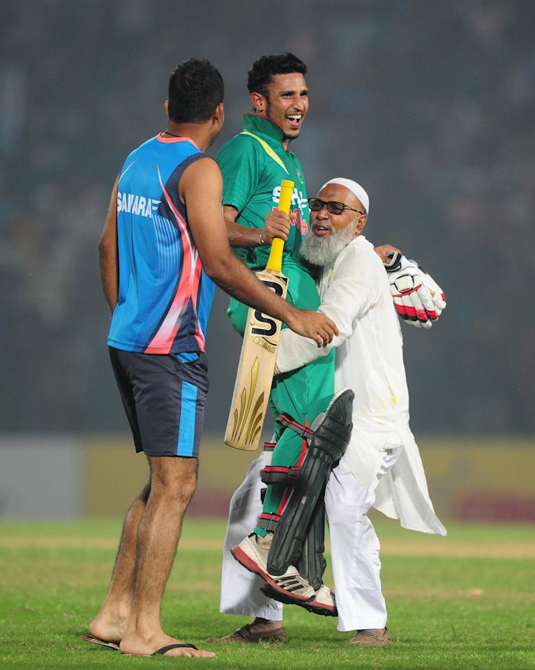 Mahbub Hamid (R), the father of Bangladesh cricket captain Mushfiqur Rahim, lifts Bangladesh batsman Nasir Hossain (C) in celebration after winning the third One-Day International (ODI) cricket match between Bangladesh and New Zealand at Khan Jahan Ali Stadium in Fatullah on the outskirts of Dhaka on November 3, 2013 . Bangladesh win the series against New Zealand by 3-0. AFP PHOTO/ Munir uz ZAMAN        (Photo credit should read MUNIR UZ ZAMAN/AFP/Getty Images)
