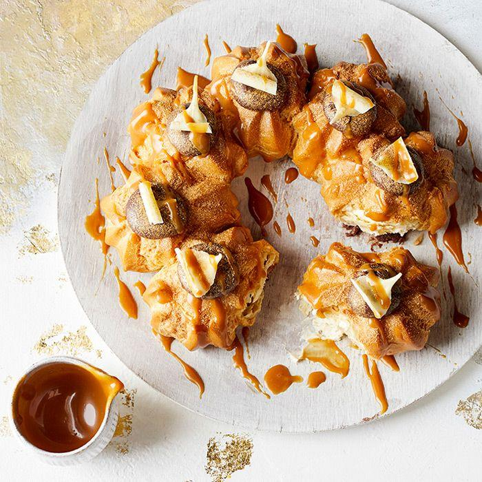 <p>Do you have a sweet tooth? You'll love this wreath to share.</p><p>It combines crisp choux pastry generously filled with vanilla cream and topped with Swiss chocolate fondant, white chocolate curls and salted caramel sauce.<br></p>
