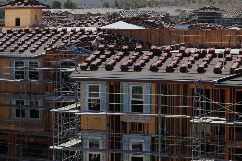 Lower mortgage rates boost U.S. housing starts, building permits