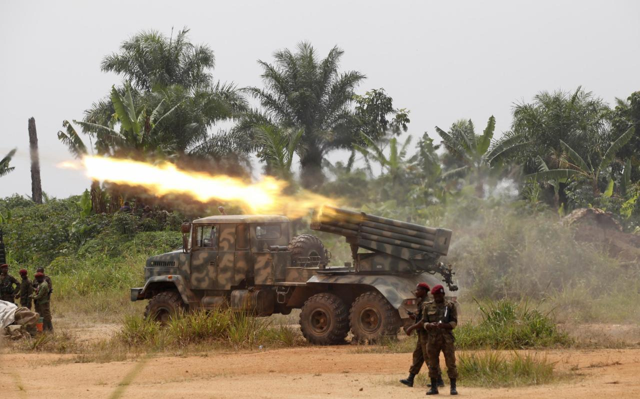 Congolese soldiers from the Armed Forces of the Democratic Republic of Congo (FARDC) launch missiles during their military operation against ADF-NALU rebels outside the town of Beni, in North Kivu province, January 18, 2014. Democratic Republic of Congo forces attacked Ugandan Islamist rebels in the lawless east on Friday, launching a U.N.-backed offensive to clear insurgents from the mineral-rich zone. REUTERS/Kenny Katombe (DEMOCRATIC REPUBLIC OF CONGO - Tags: POLITICS MILITARY CIVIL UNREST)