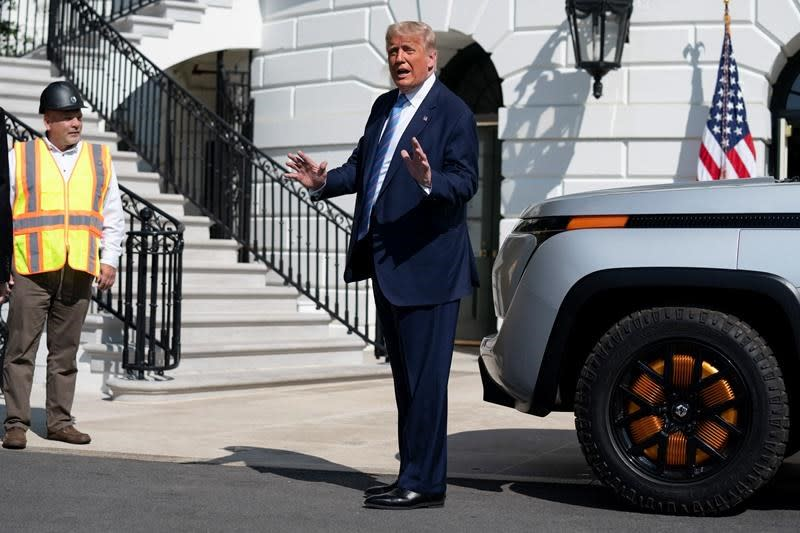 Ethics experts see national security concern in Trump's debt