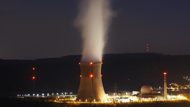 Swiss reject speedy end to nuclear power