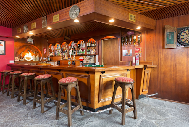 <p>The bar is a perfect place to drink a Guinness (or two) with friends. (Airbnb) </p>