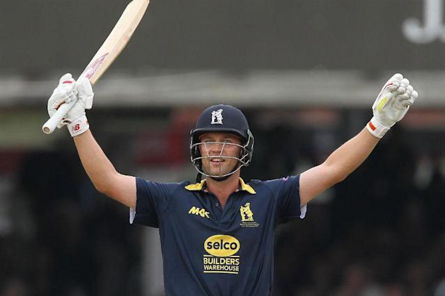 Former England batsman Jonathan Trott will retire from cricket at the end of the current county season, his Warwickshire club announced on Thursday