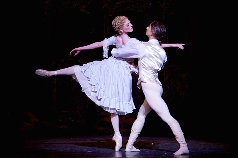 Sarah Lamb as Manon and Vadim Muntagirov as Des Grieux in the Royal Ballet's production: Alice Pennefather