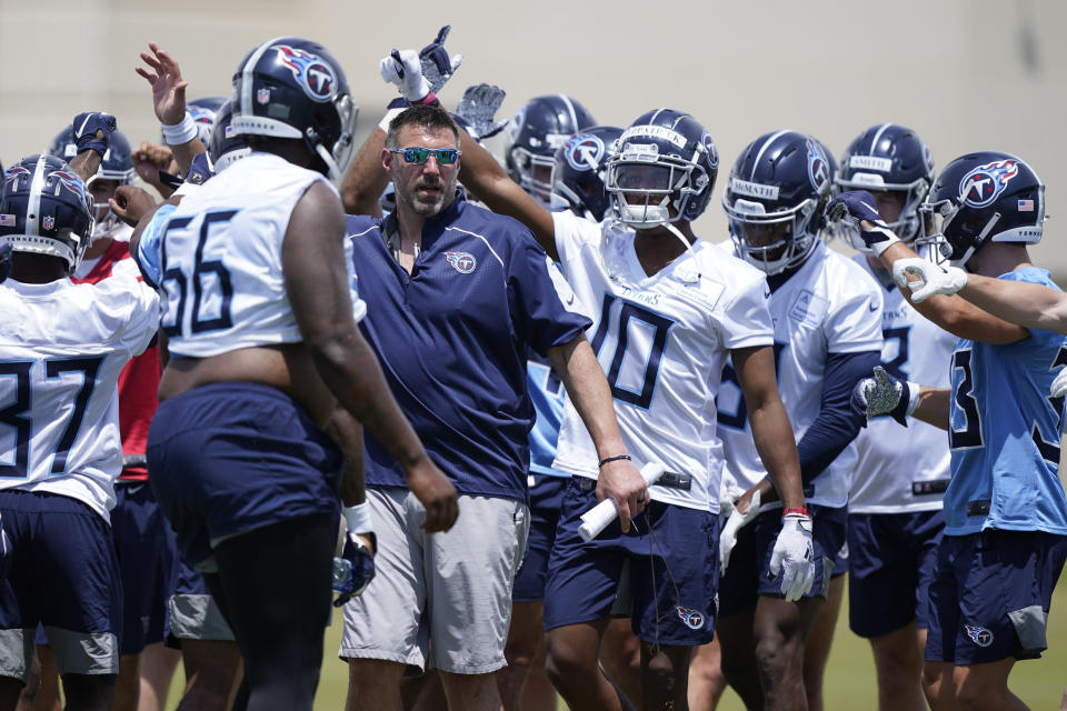 Tennessee Titans head coach Mike Vrabel gathers with players during NFL football rookie minicamp Saturday, May 15, 2021, in Nashville, Tenn. (AP Photo/Mark Humphrey, Pool)