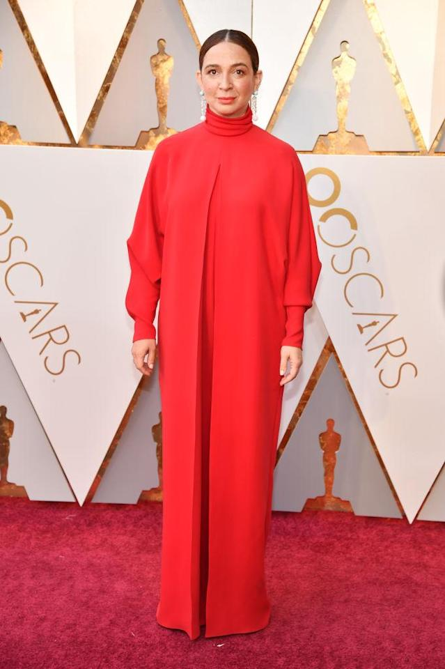 <p>Maya Rudolph was beautiful in cherry red at the Oscars. (Photo: Getty Images) </p>