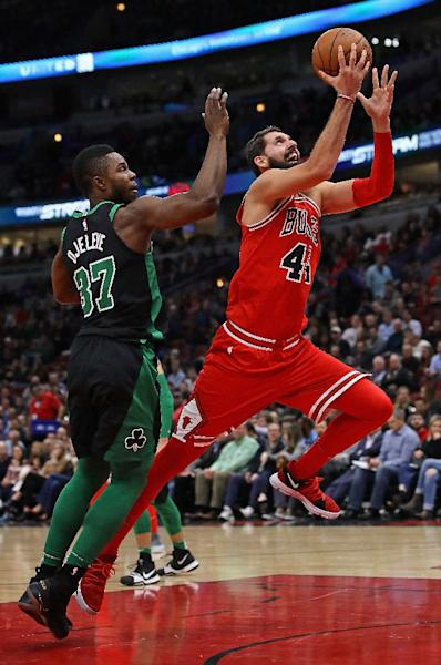 Nikola Mirotic of the Chicago Bulls drives past Semi Ojeleye of the Boston Celtics on his way to a game-high 24 points at the United Center (AFP Photo/JONATHAN DANIEL)
