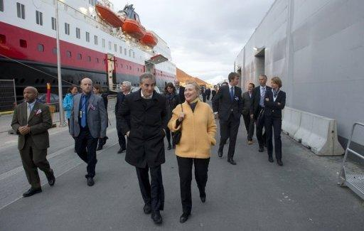 US Secretary of State Hillary Clinton and Norway's Minister of Foreign Affairs Jonas Gahr Stoere (C) walk through Tromsoe, Norway, within the Arctic Circle, June 2. Clinton flew to this city in the Arctic Circle to see first hand the way climate change is opening a once frozen region to competition for vast oil reserves