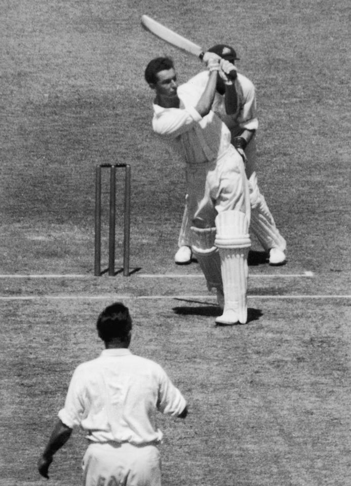 1950:  British batsman Reg Simpson steps out after reaching his century in England's first innings during the 5th test match between England and Australia at Melbourne. The bowler is Australia's Jack Iverson.  (Photo by Central Press/Getty Images)