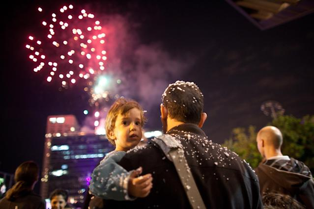 TEL AVIV, ISRAEL - APRIL 15: (Israel out) Israelis watch fireworks in the sky as Israelis celebrate the Jewish state's 65th Independence Day on April 15, 2013 in Tel Aviv, Israel. (Photo by Uriel Sinai/Getty Images)