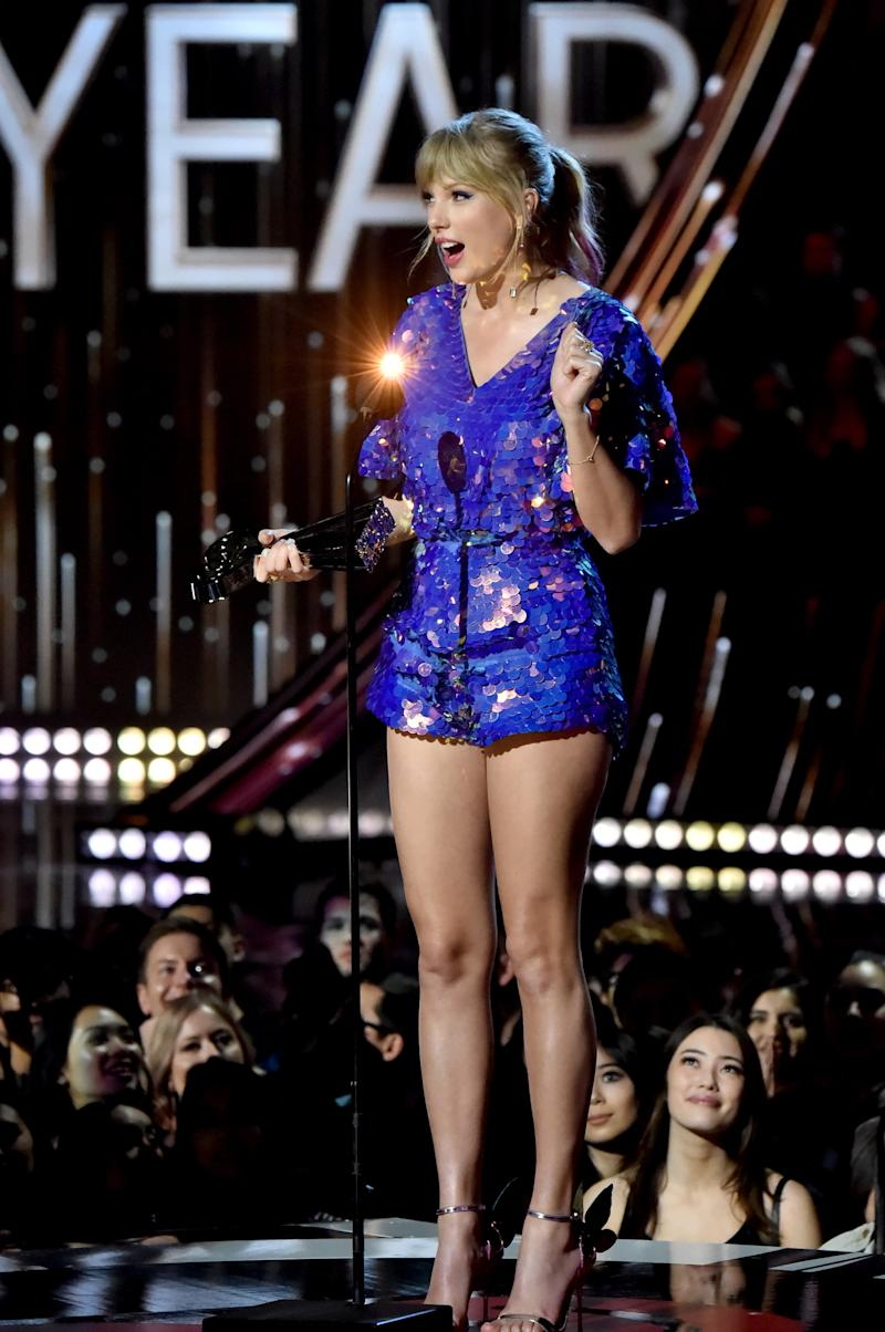 Swift speaking at the award show. (Jeff Kravitz via Getty Images)