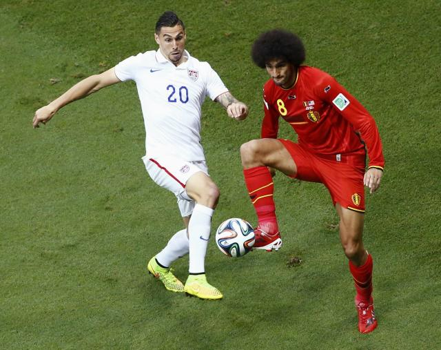 Geoff Cameron of the U.S. fights for the ball with Belgium's Marouane Fellaini (R) during their 2014 World Cup round of 16 game at the Fonte Nova arena in Salvador July 1, 2014. REUTERS/Ruben Sprich (BRAZIL - Tags: SOCCER SPORT WORLD CUP)