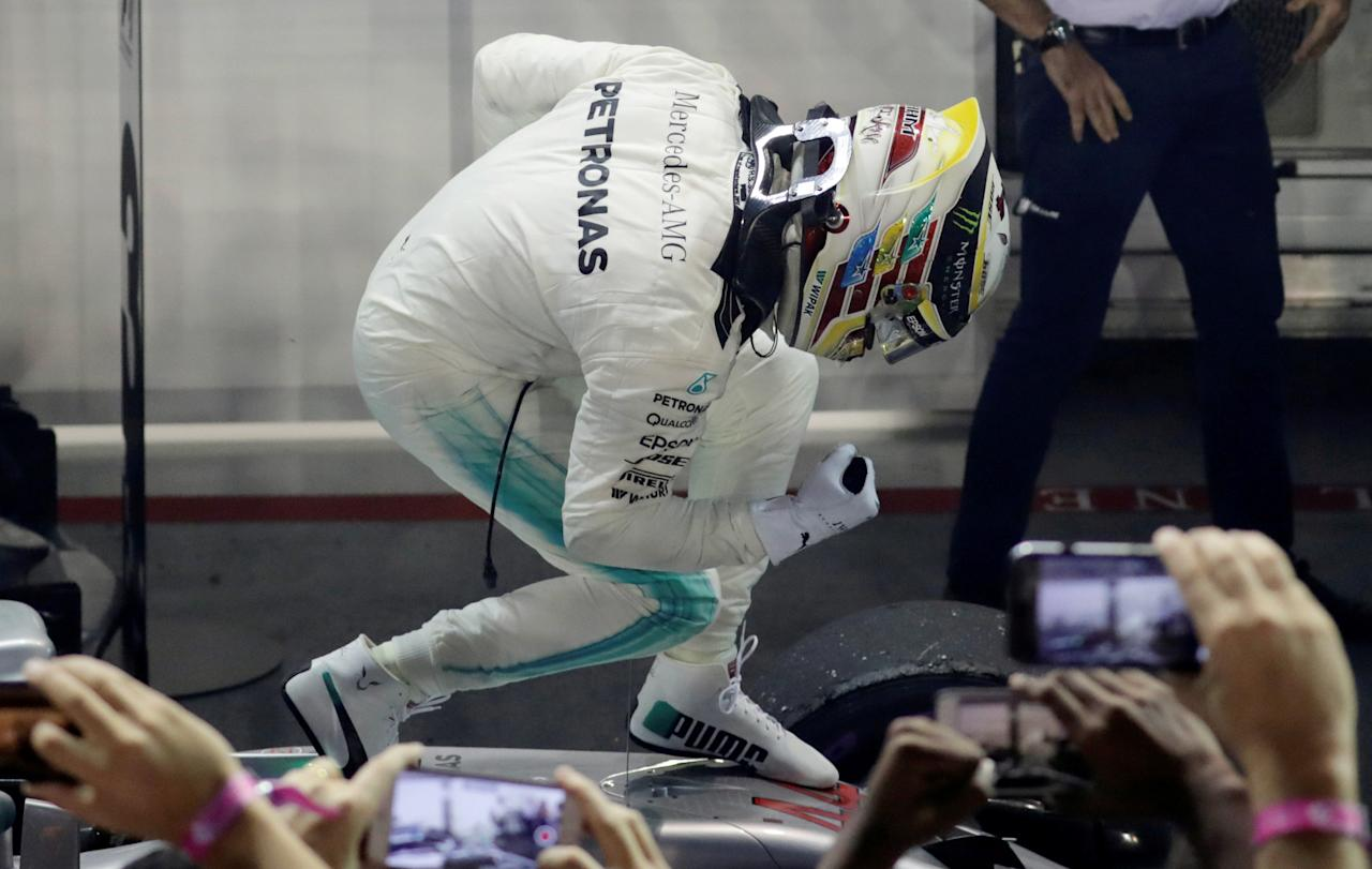 Formula One F1 - Singapore Grand Prix 2017 - Singapore - September 17, 2017   Mercedes' Lewis Hamilton celebrates winning the race   REUTERS/Jeremy Lee     TPX IMAGES OF THE DAY
