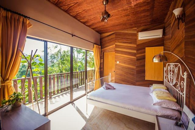 <p>The villa has four bedrooms, and can sleep up to 16 people. (Airbnb) </p>