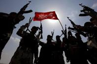 Hashid Shaabi (Popular Mobilisation) forces allied with Iraqi forces chant slogans against the Islamic State in Tikrit, Iraq in this March 30, 2015 file photo. REUTERS/Alaa Al-Marjani/Files