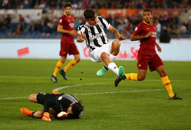 Soccer Football - Serie A - AS Roma vs Juventus - Stadio Olimpico, Rome, Italy - May 13, 2018 Juventus' Paulo Dybala in action with Roma's Alisson Becker REUTERS/Alessandro Bianchi