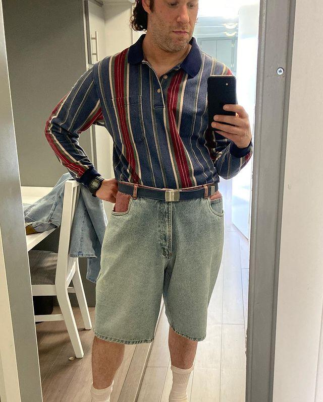 A mirror selfie of Seth Rogen in character as Rand Gauthier in the upcoming Hulu series Pam and Tommy