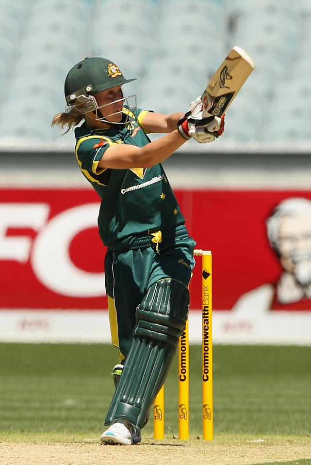 MELBOURNE, AUSTRALIA - FEBRUARY 03:  Alyssa Healy of Australia bats during the Women's International Twenty20 match between the Australian Southern Stars and New Zealand at the Melbourne Cricket Ground on February 3, 2012 in Melbourne, Australia.  (Photo by Quinn Rooney/Getty Images)