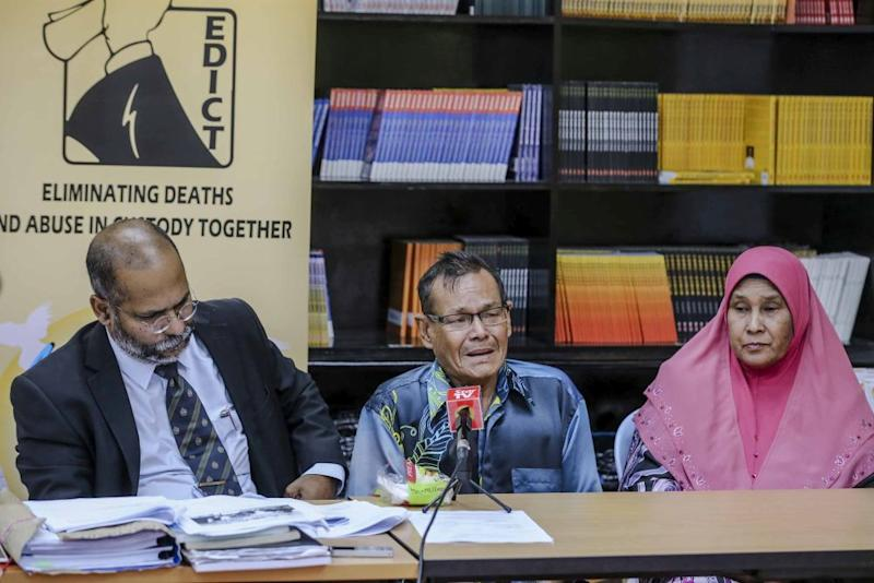 Lawyer M. Visvanathan (left) looks on as Syed Mohamed Nur Ali, father of Syed Mohd Azlan, speaks during a press conference at Suaram's office in Petaling Jaya August 15, 2018. — Picture by Firdaus Latif