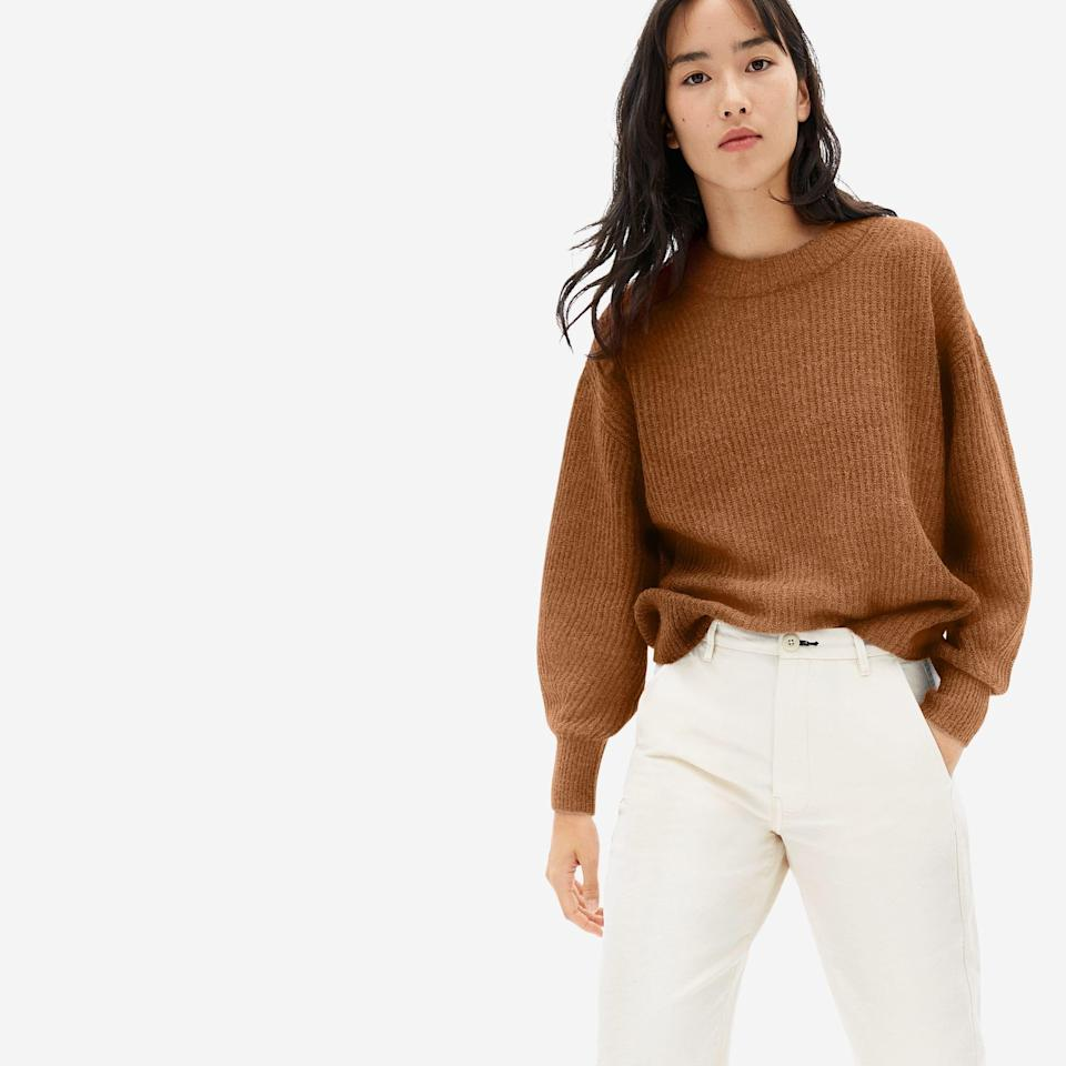 "<p><strong>everlane</strong></p><p>everlane.com</p><p><strong>$95.00</strong></p><p><a href=""https://go.redirectingat.com?id=74968X1596630&url=https%3A%2F%2Fwww.everlane.com%2Fproducts%2Fwomens-alpaca-crew-rosewood&sref=https%3A%2F%2Fwww.cosmopolitan.com%2Fstyle-beauty%2Ffashion%2Fg34363935%2Fbest-gifts-under-100%2F"" rel=""nofollow noopener"" target=""_blank"" data-ylk=""slk:Shop Now"" class=""link rapid-noclick-resp"">Shop Now</a></p><p>Picking out clothes for someone else is hard. That's why if o</p>"