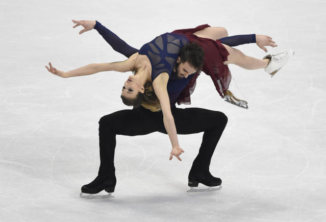 Gabriella Papadakis (Top) and Guillaume Cizeron (Bottom) of France compete during ice dance / free dance event during the European Figure Skating Championship in Bratislava on January 30, 2016 (AFP Photo/Joe Klamar)