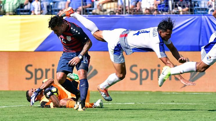 Dom Dwyer (14) and Panama's Jan Carlos Vargas' helped their teams battle to a standstill. (Getty)