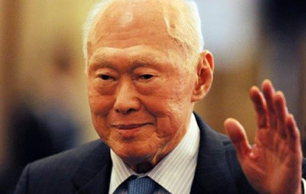 Former Singapore Prime Minister Lee Kuan Yew once again flags the issue of declining births. (AFP photo)