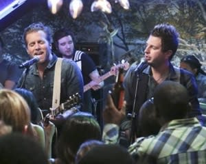 Exclusive Hart of Dixie First Look: Country Music's Gloriana Drops By the Rammer Jammer