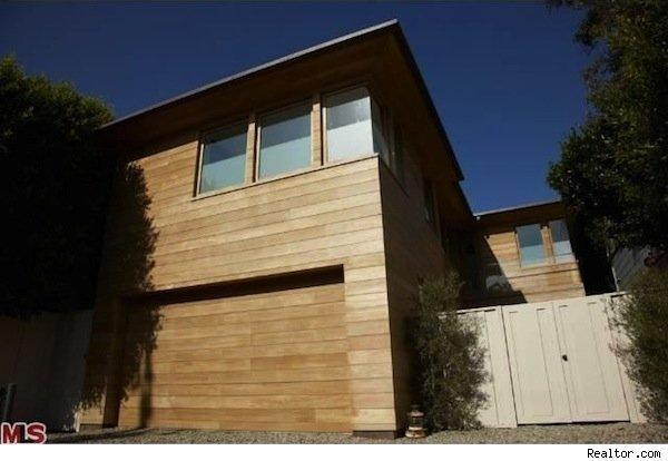 Pam Anderson selling house shown here in Malibu, Calif.