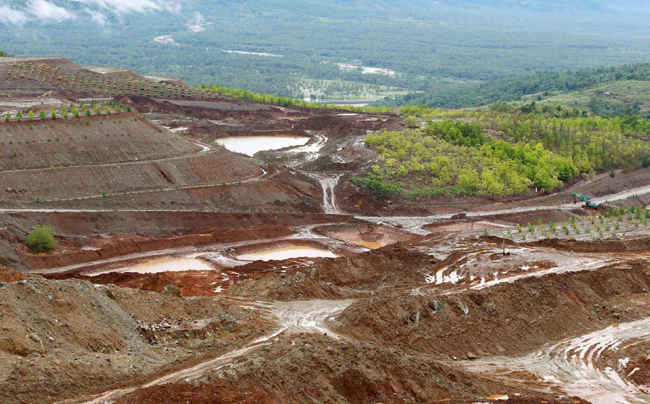 A view of nickel-ore mine SR Metals in Tubay, Agusan del Sur, in southern Philippines February 16, 2017. Picture taken February 16, 2017.   REUTERS/Erik De Castro