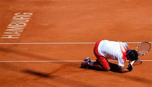 Italy's Fabio Fognini reacts during the final match against Argentina's Frederico Delbonis at the bet-at-home German Open ATP tennis tournament in Hamburg, Germany, Sunday July 21, 2013. (AP Photo/dpa,Axel Heimken)