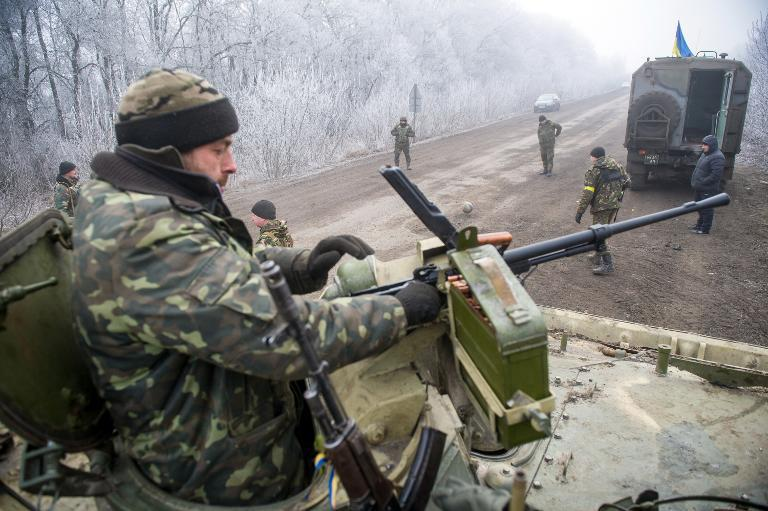 Ukrainian servicemen approach the flashpoint town of Debaltseve on February 15, 2015