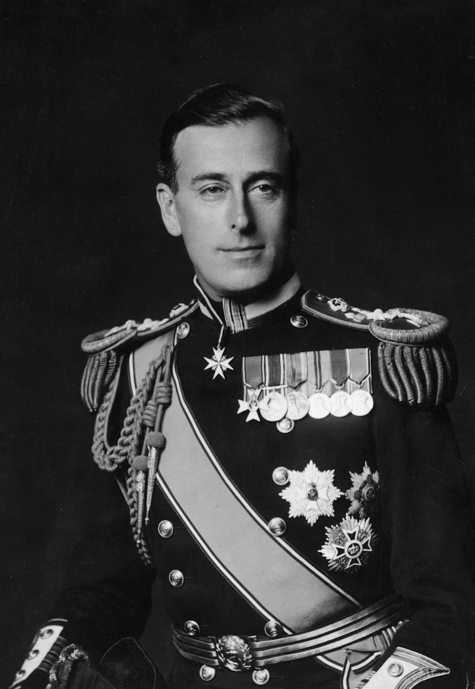 14th April 1942:  British naval officer Captain Lord Louis Mountbatten (1900 - 1979), the new chief of Combined Operations during World War II, with the acting rank of vice-admiral.  (Photo by Walter Stoneman/Hulton Archive/Getty Images)