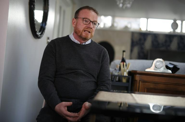 Covid-19 survivor Darren Buttrick, 49, emotionally recalls the moments before he was placed on a ventilator last year