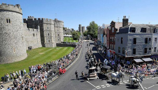 PHOTO: Spectators line the route to watch the rehearsal for the wedding of Britain's Prince Harry and Meghan Markle in Windsor, England, May 17, 2018. (Toby Melville/Reuters)