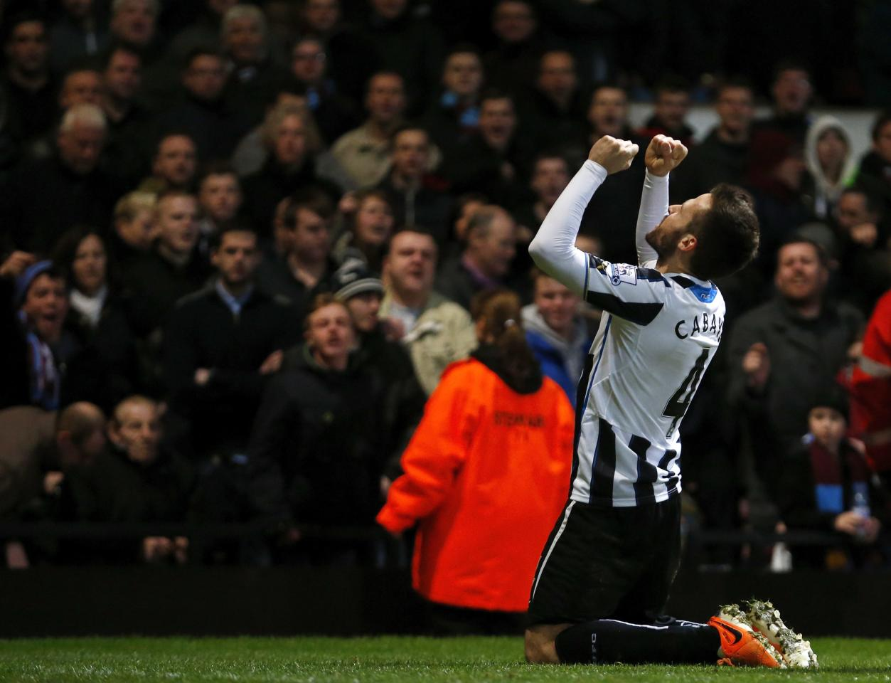 """Yohan Cabaye of Newcastle United celebrates scoring against West Ham United during their English Premier League soccer match at Upton Park, in London, January 18, 2014. REUTERS/Andrew Winning (BRITAIN - Tags: SPORT SOCCER) NO USE WITH UNAUTHORIZED AUDIO, VIDEO, DATA, FIXTURE LISTS, CLUB/LEAGUE LOGOS OR """"LIVE"""" SERVICES. ONLINE IN-MATCH USE LIMITED TO 45 IMAGES, NO VIDEO EMULATION. NO USE IN BETTING, GAMES OR SINGLE CLUB/LEAGUE/PLAYER PUBLICATIONS. FOR EDITORIAL USE ONLY. NOT FOR SALE FOR MARKETING OR ADVERTISING CAMPAIGNS"""