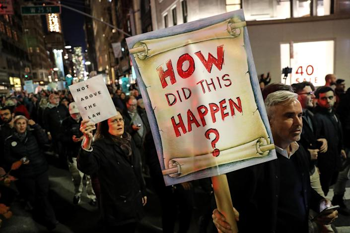 <p>People take part in a protest to protect the investigation led by special counsel Robert Mueller, in New York City, Nov. 8, 2018. (Photo: Jeenah Moon/Reuters) </p>