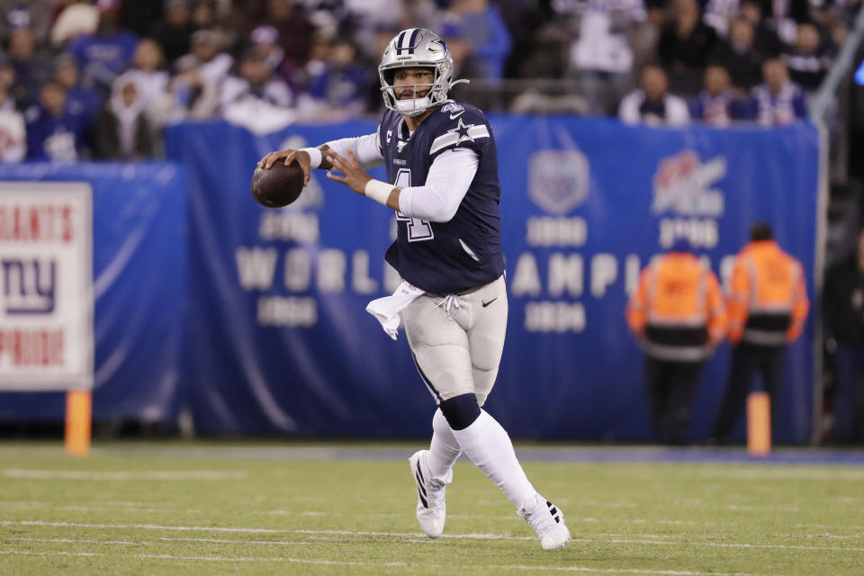 The Dallas Cowboys and quarterback Dak Prescott reportedly didn't make progress on a contract extension during the team's bye. (AP/Adam Hunger)