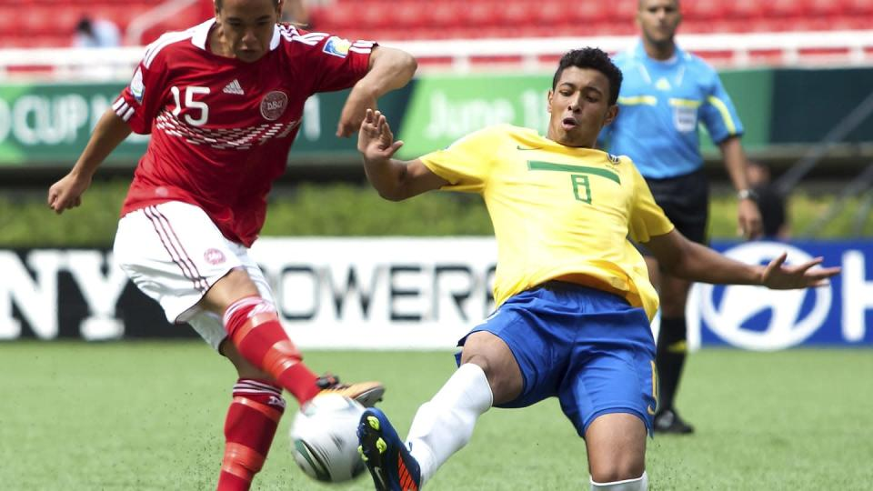 Bica disputa bola no Mundial sub-17. | LatinContent/Getty Images