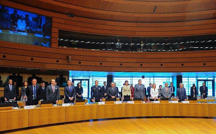 Foreign ministers of several countries stand for a minute of silence before the start of an emergency meeting of foreign and interior ministers in Luxembourg on April 20, 2015 (AFP Photo/John Thys)
