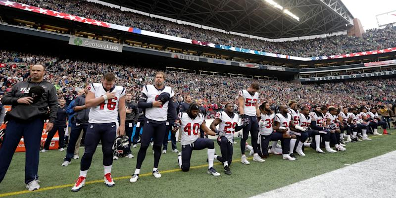 texans kneel 2