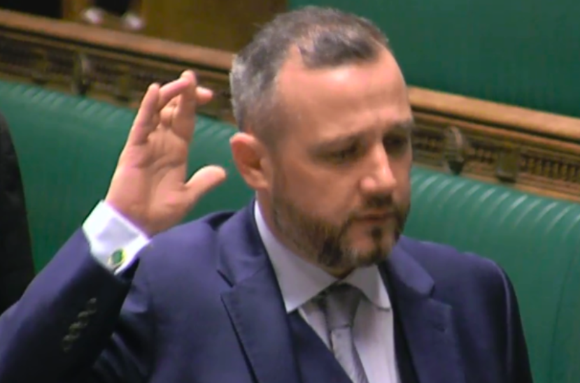 SNP MP Steven Bonnar crossed his fingers while swearing allegiance to the Queen (Grab)