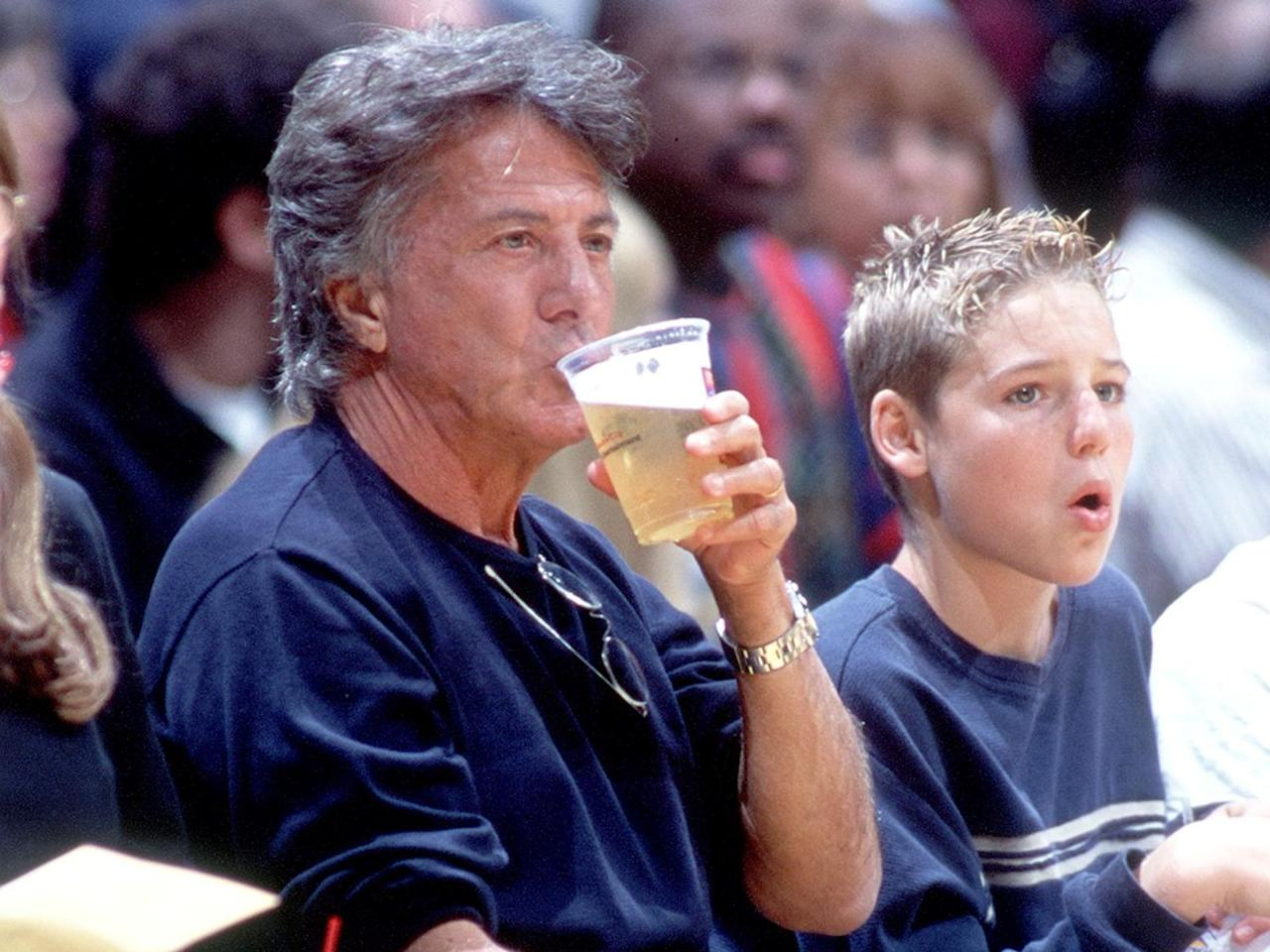 Dustin Hoffman 1999 bei einem Basketballspiel im Staples Center in Los Angeles.